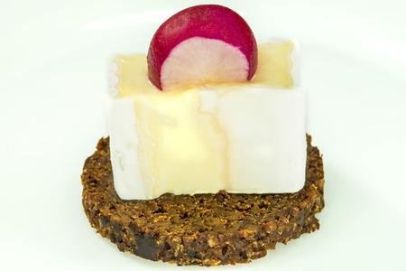 pumpernickel: Pumpernickel with camembert