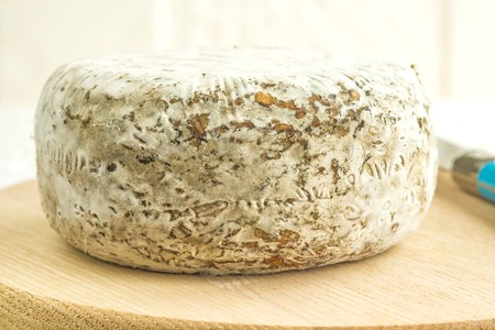 des: Tomette des Alpes, cheese of France