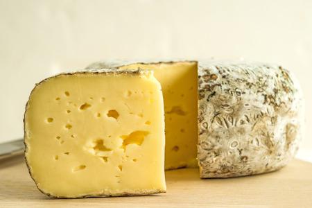 トメット des Alpes フランスのチーズ