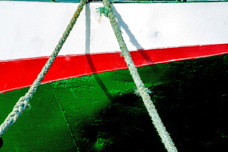 fixed line: Mooring line of a trawler