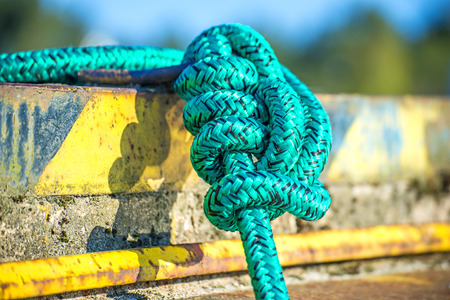 fixed line: knot of a mooring line