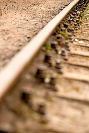 alignments: Rails, track body with screws