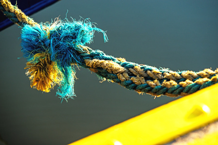 mooring: mooring line of a trawler with cracks
