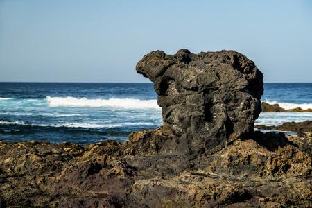 mare agitato: costa del vulcano di Tenerife