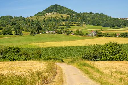 Bekijk keizerberg Hohenstaufen in Duitsland