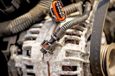 Alternador de coches en un chatarra Foto de archivo - 82746696
