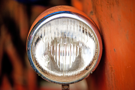 executor: old lamp of an historic tractor
