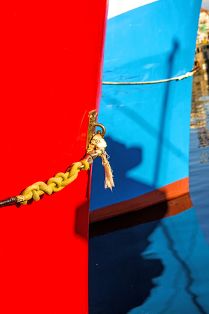 ship hull in blue Standard-Bild - 117001007