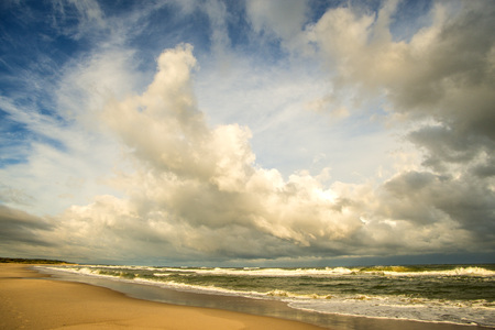lonesome beach of the Baltic Sea with cloudy sky and surf Standard-Bild - 119603100