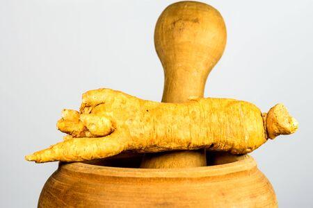 ginseng root on a mortar Zdjęcie Seryjne
