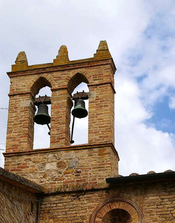 knell: Campanile in a church in Tuscany