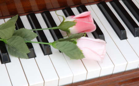 piano and flowers