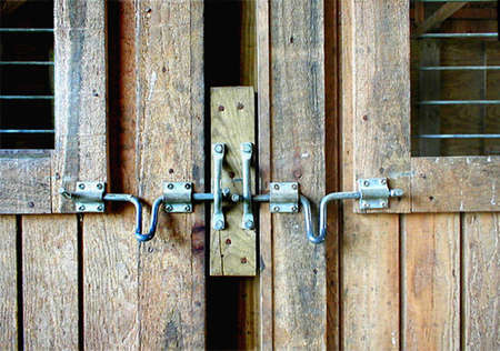 hasp and barn door photo