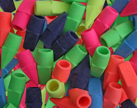 een groep nieuwe kleuren gummen