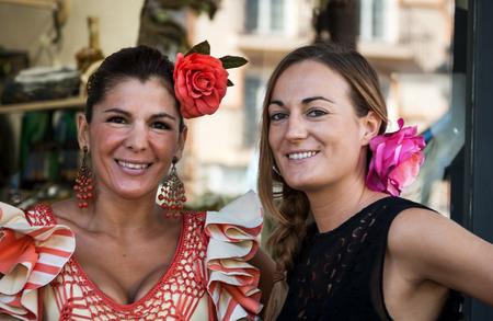 bailando flamenco: Womans bailando flamenco en Andaluc�a Espa�a Editorial