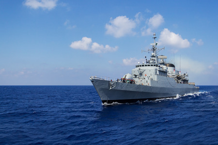 warship drives in mediterran sea Redactioneel