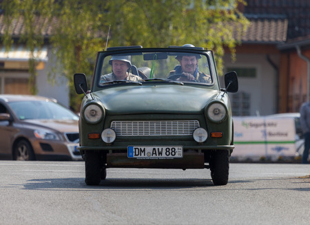 Treptow / DEUTSCHLAND - 1. Mai, 2016: Deutsch trabant Auto fährt auf einer Straße bei oldtimer Show am 1. Mai 2016 in Altentreptow, Deutschland. Editorial