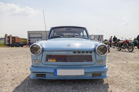 Treptow / DEUTSCHLAND - 1. Mai, 2016: Deutsch-Trabant-Auto steht auf Oldtimer-Show am 1. Mai 2016 in Altentreptow, Deutschland.
