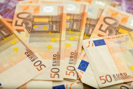 billets euros: cinquante billets en euros