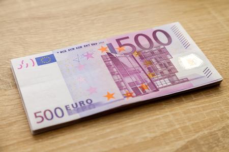 billets euros: cinq cents billets en euros