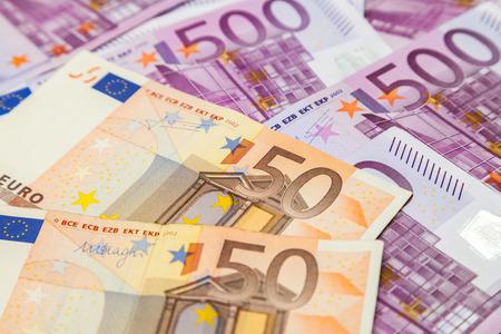 billets euros: cinq cent cinquante billets en euros