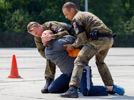 german handgun: BURG  GERMANY - JUNE 25, 2016: german military police bodyguards defeats an assassin on an exercise in burg  germany at june 25, 2016