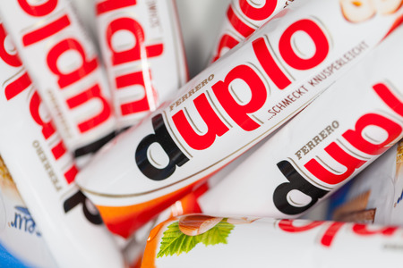 FUERTH / GERMANY - MARCH 3, 2018: Duplo bars lies in a bowl. Duplo produced by Ferrero which was founded  in 1946. Stockfoto - 104401403