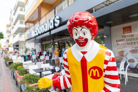 ANTALYA / TURKEY - SEPTEMBER 30, 2018: Ronald Mc Donald mascot stands in front of a Mc Donalds shop in Antalya Editoriali