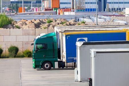 NUREMBERG / ALEMANIA - 4 DE AGOSTO DE 2019: Centro de logística de carga de la empresa internacional de mensajería, paquetería y correo urgente DHL en Nuremberg.
