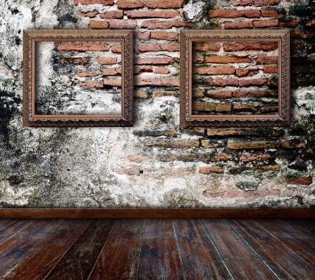 Picture frame put on wall in grunge room  Stock Photo - 14688366