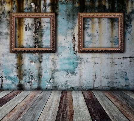 Picture frame put on wall in grunge room Stock Photo - 14686868