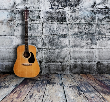 Guitar in grunge room Stock fotó - 15190926