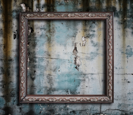fancy border: Old picture frame on grunge wall