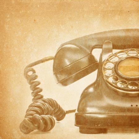 Vieux téléphone sur le fond grunge Banque d'images - 26766029