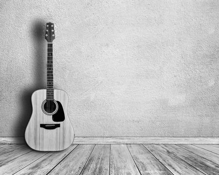 guitarra acustica: Blanco y negro. Guitarra en la habitación blanca.
