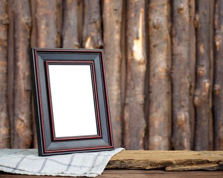 bordes decorativos: Marco de imagen puso en el fondo de madera. Foto de archivo