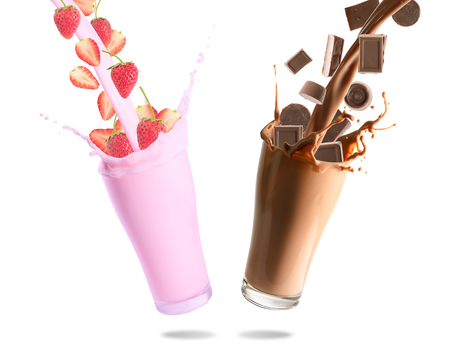 Pouring chocolate chips, chocolate milk, strawberry and strawberry milk into glass with splashing., Isolated white background. Stockfoto