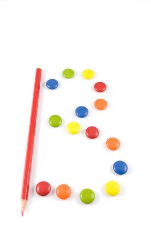 grasas saturadas: Letra B hizo de Smarties de color, aislado más de blanco Foto de archivo