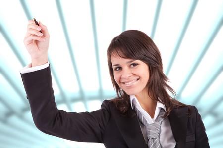 mujer con corbata: Mujer de negocios, dibujar en la pizarra - aislado