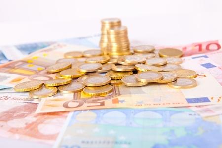 billets euros: Pile de billets et des pi�ces