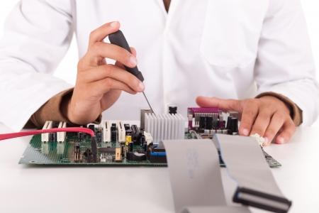 electricista: Joven ingeniero inform�tico feliz y exitoso