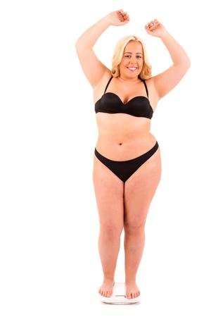 mujer gorda: Una gran mujer en una escala - concepto de dieta Foto de archivo