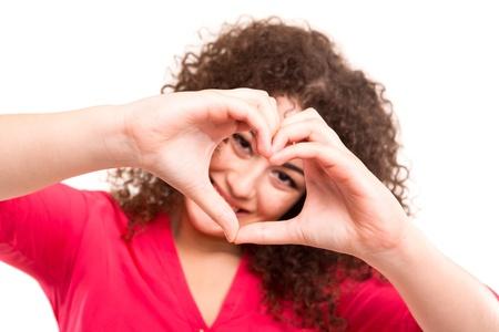 아름 다운 젊은 아시아 여자 그녀의 손으로 심장의 모양 만들기 스톡 콘텐츠