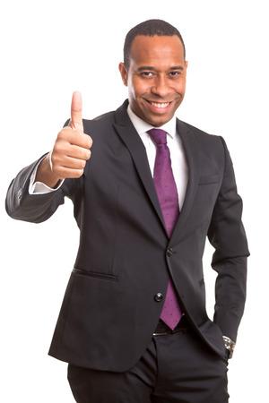 신호를 확인, 흰색 통해 격리 된 잘 생긴 젊은 흑인 사업 남자