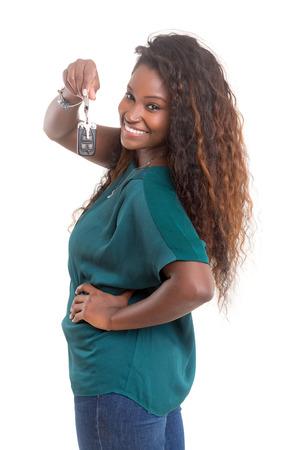 femme africaine: Jeune femme africaine tenant ses nouvelles cl�s de voiture! Banque d'images