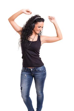 ragazze che ballano: Una giovane donna felice che ascolta la musica