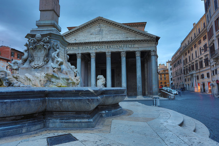 View of Pantheon basilica in centre of Rome, Italy 免版税图像