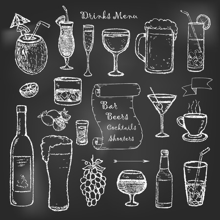 Alcohol and drinks menu on black board Vectores