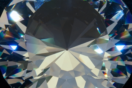Clear crystal in round diamond shape