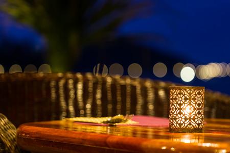 candela: tavolo istituito con lampada candela